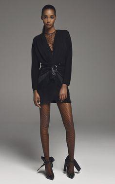 Peter Dundas Designer ready-to-Wear collections, runway looks, models, beauty during Paris Fashion Week Mini Frock, Mini Skirt Dress, Mini Dresses, Catwalk Fashion, Women's Fashion, African Inspired Fashion, 2020 Fashion Trends, Fashion Poses, Fashion Editorials