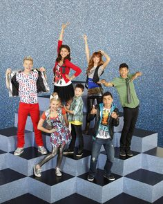 Shake It Up Why did this show have to end? This was the only show I loved on Disney at the time! Old Disney Channel, Disney Channel Movies, Disney Movies, Disney Challenge, 2000s Disney Shows, Series Da Disney, Shake It Up, Bella Thorne And Zendaya, Zendaya Coleman