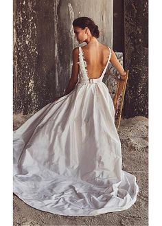 Stunning Tulle & Taffeta V-Neck A-Line Wedding Dresses With Lace Appliques