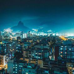 Gente que se apaixona pelas luzes da cidade!  Amo esse #Rio maravilhosamente iluminado! @rafaelnunes__ arrasou no click!