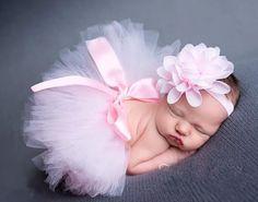 Bébé en tutu rose.
