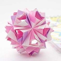 Etna Kusudama is a modular origami ball folded from rectangular sheets of paper. Find out how to make it!