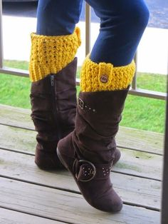 Boot cuffs are a very popular accessory among college kids and they sell like hot cakes at craft fairs. They look stylish peeking out of your boots! It can go well with skinny jeans as well as a dress
