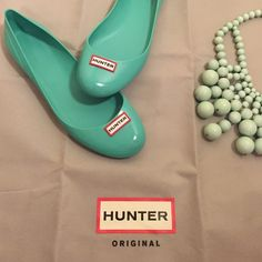 HUNTER | size 9 Tiffany blue flats Sold out rare color. Great flats. Worn about five times. Fits a 9 perfect. Only one small spot on right shoe has small blue tinted spot, see pic. Might come off if cleaned. (((DOES NOT COME WITH DUST BAG -BAG IS FOR PURSE LISTING))) Hunter Boots Shoes