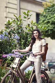 #fashionista #bicycle #design #bike #cortina Stijlgroep #Utility #spring #flowers