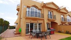 Moderne Villa mit Garten, WLAN, Gemeinschaftspool Style At Home, Solarium, Mansions, House Styles, Home Decor, Lobby Reception, Spacious Living Room, Guest Toilet, Modern Houses
