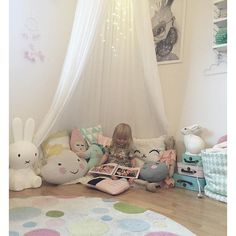The perfect reading corner   N74 white canopy