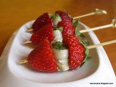 Pinchos de fresas con boquerones en vinagre