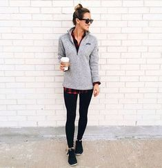41 Cozy Weekend Outfits with Casual Style this Winter – comfy travel outfit summer Legging Outfits, Hoodie Outfit, Sweater Outfits, Cute Outfits, Zip Sweater, Fashionable Outfits, Zip Hoodie, Patagonia Pullover, Patagonia Outfit
