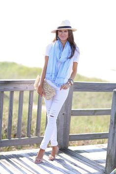White jeans outfit for spring or summer with a stylish hat London Outfit, Spring Summer Fashion, Spring Outfits, Spring 2016, Scarf Outfit Summer, Southern Curls And Pearls, Outfit Des Tages, White Distressed Jeans, Summer Scarves