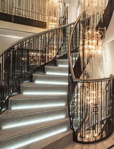Chic Modern Home Decor Wood Stair Handrail, Wood Stairs, House Stairs, Interior Staircase, Staircase Design, Home Lighting Design, House Lighting, Bohemian House, Southern Homes