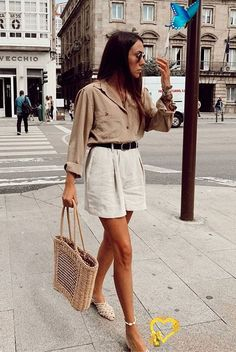 15 Beige And White Outfits To Wear From Summer To Fall | Be Daze Live @dorytrendy wearing a beige shirt, white shorts, white mules and a straw bag. Spring outfits, summer outfits, party outfits, vacation outfits, beach outfits, neutral style, casual outfits, neutral outfits, minimalist, minimalist style, minimal outfits, fashion 2019, fashion trends 2019.<br> Make the most out of those warm toned pieces in your closet with these stunning beige and white outfits that are perfect for… Dress Outfits, Casual Summer Outfits, Spring Outfits, Dress Up, Beach Outfits, Holiday Outfits, Outfit Beach, Trendy Outfits, Minimalist Outfit