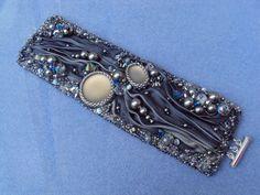 Shibori Perle Bracelet brodé par BlingJewelryDesigns sur Etsy