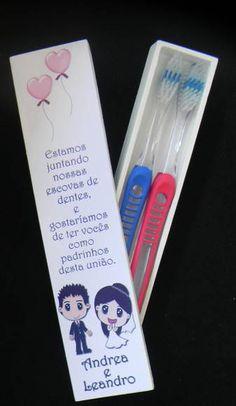EXCLUSIVIDADE MALUZOCA!!! Convite para padrinhos - escova de dentes!! * Caixinha de MDF própria para colocar 2 escovas * Pintadas na cor de sua preferência + adesivo personalizado na tampa. Obs: Escovas de dente não inclusas. * Fique à vontade para tirar dúvidas. R$ 14,00
