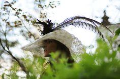 #tocado #Cherubina #headpiece #boda #wedding #hat #sombrero #plumas #feathers #Chic too chic