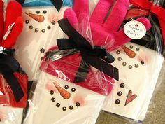 Gift Idea-Popcorn and gloves snowman  ~This would also be cute with packages of hot chocolate instead of the popcorn.