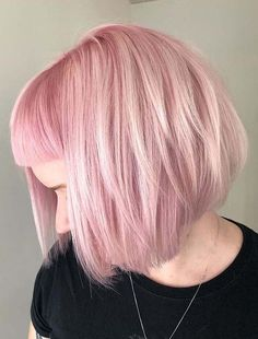 Just see here and use to wear fantastic pink hair colors nowadays for short to medium length bob haircuts. Enhance your hair look with this latest hair colors in 2020 according to the latest hair coloing options. Bob Haircuts 2017, Best Bob Haircuts, Cool Haircuts For Girls, Bob Haircuts For Women, Modern Bob Hairstyles, Medium Length Hair With Layers, Latest Hair Color, Hair Color Pink, Hair Inspiration