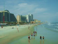 Once the Spring Break destination of Florida, Daytona's star has faded; however, the NASCAR capital still attracts thousands of student annually. With beaches you can drive on, Daytona makes for an excellent road trip. And when not living out of your car, there are budget-priced hotels and motels a few minutes from the beach.