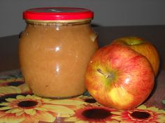 Ve všech případech se jedná o čistou váhu jablek oloupaných a pokrájených nebo nastrouhaných.   1.  Na 1 kg jablek  250 g cukru a 0,5 dl octa,...