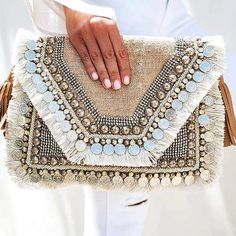 Summer colorful girly bags – Just Trendy Girls Diy Clutch, Clutch Bag, Crossbody Bag, Ethno Style, Boho Bags, Creation Couture, Beaded Bags, Boho Earrings, Chandelier Earrings