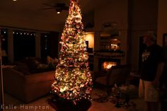 I want to take a picture of my Christmas tree this year & have it turn out this well!
