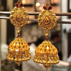 Gold Jhumka Earrings, Gold Bridal Earrings, Bridal Bangles, Diamond Dangle Earrings, Gold Bangles, Gold Necklace, Antique Jewellery Designs, Gold Ring Designs, Gold Earrings Designs