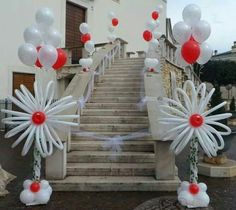 Beautiful balloon decorations for framing the entrance to your church. A special asset for your wedding! Wedding Balloon Decorations, Balloon Centerpieces, Wedding Balloons, Valentine Decorations, Birthday Party Decorations, Balloon Flowers, Balloon Bouquet, Balloon Columns, Balloon Arch