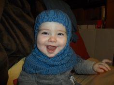 Hood ou regroupement d'un snood et d'un bonnet pour enfant. La taille peut aller de 6 mois à 2 ans. Les explications sont disponibles sur mon blog www.mamietoun.com