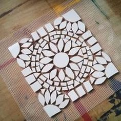 all white mosaic & leave grout out for snow bootsMini mosaic tray made of mosaic tiles.Like this design, could try in colors also - SalvabraniI like this one because I feel the shape is more realistic for ones making a mosaic for the first time. Mosaic Tile Art, Mosaic Pots, Mosaic Artwork, Mosaic Glass, Glass Art, Mosaics, Stained Glass, Mosaic Tray, Tile Crafts