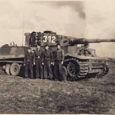 VI Tiger from 2 Kp./schwere SS-PzAbt 101 and crew. was SS-Oberscharführer Peter Kister - many_nations_one_motto Tiger Ii, German Soldiers Ww2, German Army, Mg 34, Patton Tank, Germany Ww2, Ww2 Pictures, Man Of War, Ferdinand Porsche