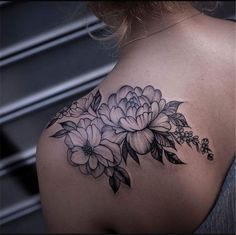 50 Gorgeous And Exclusive Shoulder Floral Tattoo Designs You Dream To Baby Tattoos, Body Art Tattoos, Small Tattoos, Sleeve Tattoos, Tatoos, Back Of Shoulder Tattoo, Flower Tattoo Shoulder, Flower Tattoos On Shoulder, Cover Up Tattoos For Women Shoulder