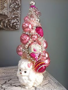 Inspiration for other ceramic vases/containers, a styrofoam come, glue gun, ornaments and bead garland Retro Christmas Decorations, Vintage Christmas Ornaments, All Things Christmas, Christmas Holidays, Merry Christmas, Pink Poodle, Christmas Inspiration, Christmas Projects, Beautiful Christmas