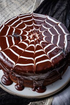 The spooky time of Halloween gives invitation to the baker within us to make some cute & creepy Halloween desserts. Here are best Halloween Desserts recipes Halloween Desserts, Scary Halloween Food, Bolo Halloween, Halloween Dinner, Halloween Treats, Halloween Halloween, Easy Halloween Cakes, Haloween Snacks, Halloween Recipe