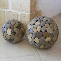 lampe globe en galets - Globes en galets - Galets deco & design pebble globe lamp - Globes in pebble Stone Crafts, Rock Crafts, Diy Home Crafts, Garden Crafts, Garden Projects, Diy Home Decor, Diy Projects, Garden Ideas, Decor Crafts