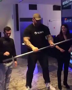 The Mountain from Game of Thrones is a monster in real life. Hafþór Júlíus Björnsson - The Mountain!