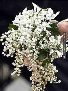 Kate Middleton's bridal bouquet | VIA #WEDDINGPINS.NET