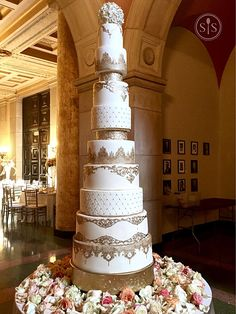 Ivory and Gold Wedding Cake Ivory Wedding Cake, Gold Wedding, Wedding Cakes, Small Spoon, Gallery, Desserts, Food, Wedding Gown Cakes, Tailgate Desserts