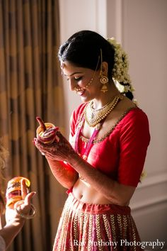 Indian bride Niharika gets ready for her wedding. Dearborn, MI Indian Wedding by Ray Anthony Photography Beautiful Girl Indian, Most Beautiful Indian Actress, Indian Bridal Jewelry Sets, Indian Jewelry, Wedding Jewelry, Pakistani Bridal, Bridal Lehenga, Desi Wedding, Desi Bride