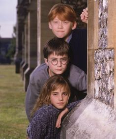 HP: Daniel Radcliffe is Harry Potter, Rupert Grint is Ronald Weasley, Emma Watson is Hermione Granger Harry Potter World, Mundo Harry Potter, Harry James Potter, Harry Potter Cast, Harry Potter Universal, Harry Potter Fandom, Harry Potter Memes, Harry Potter Theories, Harry Potter Pictures
