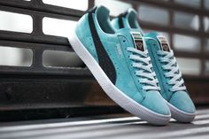 Diamond Supply Co. Styles the Puma Clyde in Aruba Blue - EU Kicks: Sneaker Magazine Puma Sneakers, Best Sneakers, Shoes Sneakers, Hypebeast, Minimalist Sneakers, Sneaker Magazine, Diamond Supply Co, Puma Suede, Moda Masculina
