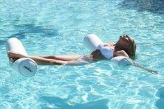 """Premium Kollektion von chillisy! Mit dieser textilen Schwimmnudel im XXL Format können Sie alle Ihre Muskeln durch Wassergymnastik trainieren, sich darauf entspannen und reichlichen Badespaß genießen. Die Nudel kann sowohl im Wasser als auch an Land verwendet werden. Durch den immensen Auftrieb und die Standfestigkeit dieser Super Maccheroni """"rollen"""" Sie nicht herunter, sondern nehmen fest Ihren Platz darauf im Wasser ein. Dabei ist es egal, ob sitzend oder liegend. www.chillisy-shop.com Shops, Ways To Relax, Salt And Water, Sun Lounger, Seaside, Indoor Outdoor, Outdoor Decor, Swimming"""