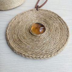 Медальон из джута на замшевом шнурке, в середине стеклышко) Диаметр 8,5см, длина шнурка 35см. #bohojewellery #boho #бохо #бохостиль #хиппи #медальоны #бижу #бохоукрашения