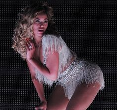 Beyoncé retorna aos palcos e faz homenagem a Whitney Houston! Confira vídeos da apresentação