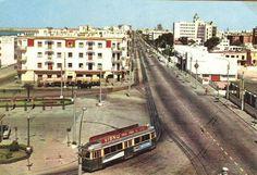"""15 junio 1957, en la glorieta La Cierva abre sus puertas """" El Barril """" recordado por su barra y excelente cerveza Rota Spain, Cadiz, Granada, Spanish, Street View, Retro, Vintage, Antique Photos, Little Cottages"""