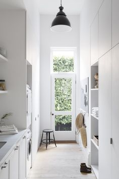 All white laundry Laundry Doors, White Laundry Rooms, Laundry In Bathroom, Modern Laundry Rooms, Küchen Design, House Design, Country Look, Home Interior, Interior Design