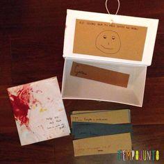 Que tal presentear os pais com um pouco de amor. Para o Dia dos Pais, um cartão feito com tinta de gelatina pelo bebê e uma caixa de desejos gostosos feita pela família.