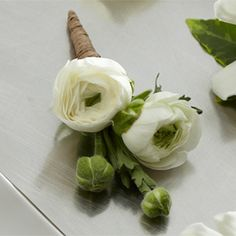 His boutonniere with ranunculus - a modern alternative to white roses <3