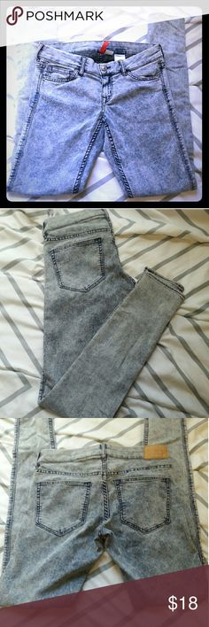 H&M divided acid wash jeans Blue acid wash jeans fro m H&M. Skinny jeans. NWOT  65% Cotton 33% Polyester 2% Elastine  Waist: 28 inches Inseam: 30inches Rise: 7 inches H&M Jeans Skinny
