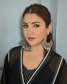 Anushka Sharma hot sexy unseen latest cute images and body show navel pics with big cleavage and bikini photos Indian Designer Outfits, Indian Outfits, Bollywood Fashion, Bollywood Actress, Bollywood Stars, Anushka Sharma And Virat, Stylish Girl Pic, Cute Girl Photo, Oxidised Jewellery