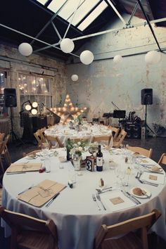 Wedding Trends: The Loft Wedding Loft Wedding, Warehouse Wedding, Chic Wedding, Wedding Trends, Wedding Table, Wedding Styles, Wedding Ideas, Speakeasy Wedding, Cinema Wedding